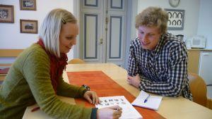kielikoulutus maahanmuuttajille suomenkieli annukka honkimäki ja kyle papai