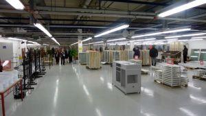 Tukeva-työvalmennussäätiön uusissa tiloissa on ihmisiä ja tuotteita.