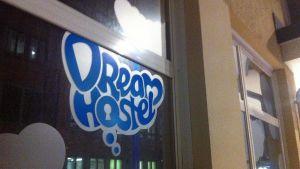 Dream Hostellin ikkuna
