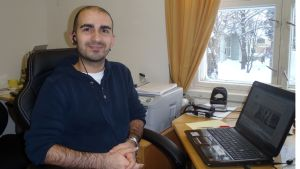 Cyrus Jabraeil toimistossaan Torniossa