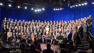 Oscar-ehdokkaat poseeraavat yhteiskuvassa elokuva-akatemian järjestämän perinteisen lounastapaamisen yhteydessä.