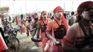 Hindulaisia pyhiä miehiä Kumbh mela -festivaalilla Intiassa