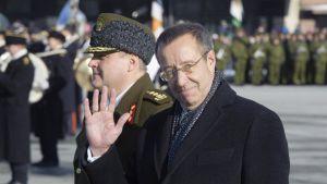 Viron presidentti Toomas Hendrik Ilves tervehti Viron itsenäisyyspäivänä 24. helmikuuta.