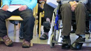 Jalat, pyörätuoli, vanhus