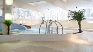 Tyhjä uima-allas Aalto Alvarissa