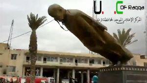 Syyrian entisen presidentin Hafez al-Assadin patsas kaadetaan.