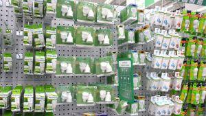 Energiansäästölamppuja kaupan hyllyssä