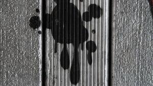 Spraymaalia seinässä
