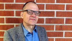 Helsingin yliopiston valtio-opin professori Pertti Ahonen.