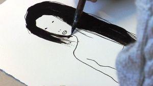 Helena Junttila piirtää