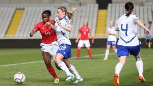 Suomen jalkapallonaiset ottelussa Kanadaa vastaan.