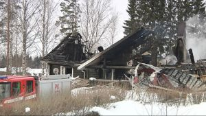 Harjulanpihan juhlakeskus tuhoutui rajussa tulipalossa.