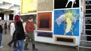 Teosvälitys tutustuttaa kävijät tämän hetken suomalaistaidemaalareiden töihin.