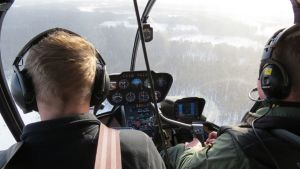 Tervolan riistanhoitoyhdistyksen toiminnanohjaaja Kari Kokkonen ja lentäjä, lennonopettaja Keijo Korkiakoski laskivat Lounais-Lapin hirvet kahdessa päivässä.