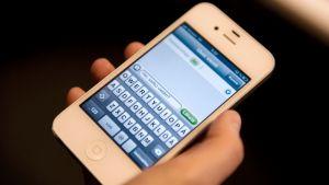 Tekstiviesti älypuhelimen näytöllä.