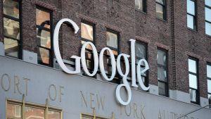 Googlen logo New Yorkin toimiston ulkopuolella.