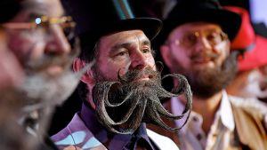 Saksan kansainvälisen partamestaruuskisan osallistujat esittelevät partojaan.