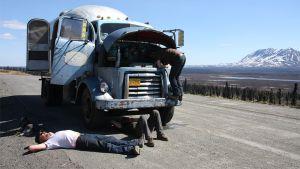 Kuva elokuvasta Alaska Highway.