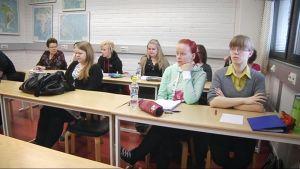 Opiskelijoita historian seminaarissa.