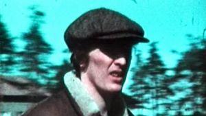 Esko-Juhani Tennilä vappumarssilla v. 1973