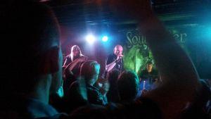 SoulHealer keikalla, lavalla vasemmalta Teemu Kuosmanen, Jori Kärki ja Jani Nyman.