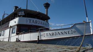 Tarjanne-laiva Mustanlahden satamassa