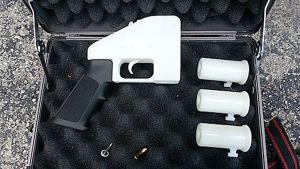 3D-printterillä tulostetun toimivan aseen osia.