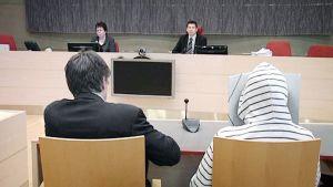 Verkkorikoksista syytetty mies oikeudenkäynnissä Kymenlaakson käräjäoikeudessa Kouvolassa.