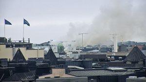 Tulipalosta johtuvaa savua Punavuoren kattojen yllä.