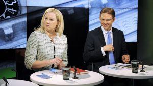 SDP:n puheenjohtaja Jutta Urpilainen ja kokoomuksen puheenjohtaja Jyrki Katainen.