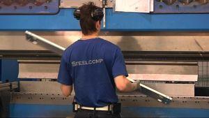 Metalliyritys Steelcomp on keskittynyt ohutlevyjen alihankintaan.