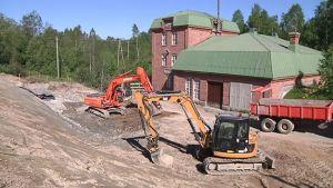 Kalatien alaosasta räjäytetään kalliota Lestijoen varrella Kannuksessa.
