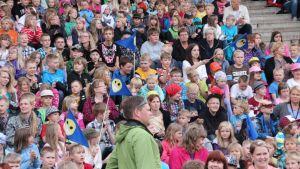 Pohjoiskarjalaiset alakoululaiset avasivat Suomen suven tänäkin vuonna