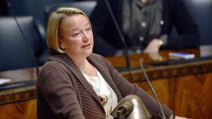 Hallituksen tiedonanto Euroopan rahoitusvakausvälineen varainhankinnalle annetun valtiontakauksen voimassaoloajan pidentämisestä. Vihreiden Tuija Brax Eduskunnassa 15. toukokuuta 2013.