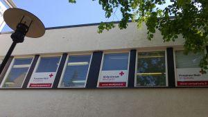Kuvassa Veripalvelun ikkunarivi Kokkolassa