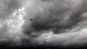 Sri Lankan armeijan helikopteri etsii kadonneita kalastajia mereltä.