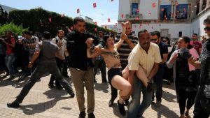 Turvamiehet pidättivät Femen-aktivisteja Tunisiassa 29. toukokuuta