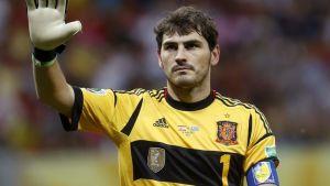 Espanjan maalivahti Iker Casillas lähikuvassa.