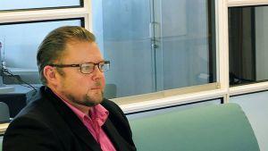 Vasemmistoliiton puoluesihteeri Marko Varajärvi