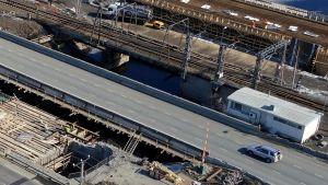 Remontoitava silta ilmasta käsin.