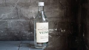 Koskenkorva-viinapullo kuvattuna vuonna 1989.