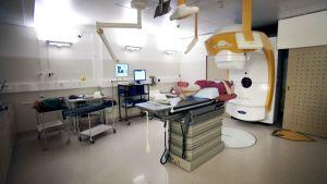Sädehoitoa annetaan HUSin syöpäklinikalla Helsingissä.