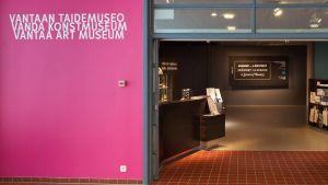 Vantaan Taidemuseon sisäänkäynti