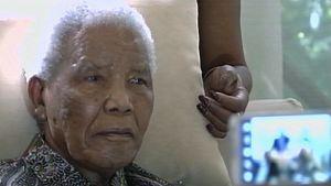 Nelson Mandela lepäämässä kotonaan.