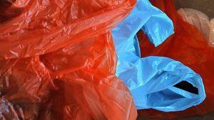 Poisheitettyjä muovikasseja.