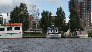Jyväskylän satama ja lippuja