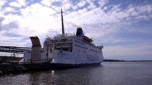 Wasaline laiva Vaasan satamassa.