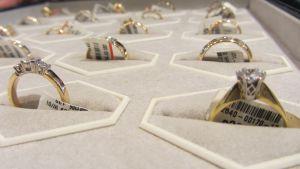 kultasormus sormus timatti timanttisormus