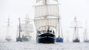 Pedro Doncker -alus (kesk.) osallistui Saksan rannikkokaupunki Kielissa järjestettyyn Tall Ships Race -tapahtumaan 29. kesäkuuta 2013.
