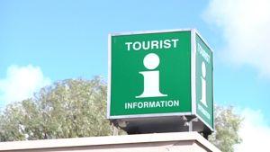 Kuvassa Kokkolan matkailun kyltti